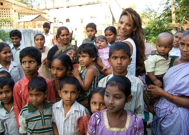 dr lisa masterson with children outside the clinic in india dr lisa